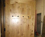 P705 Knotty Alder With Clavos